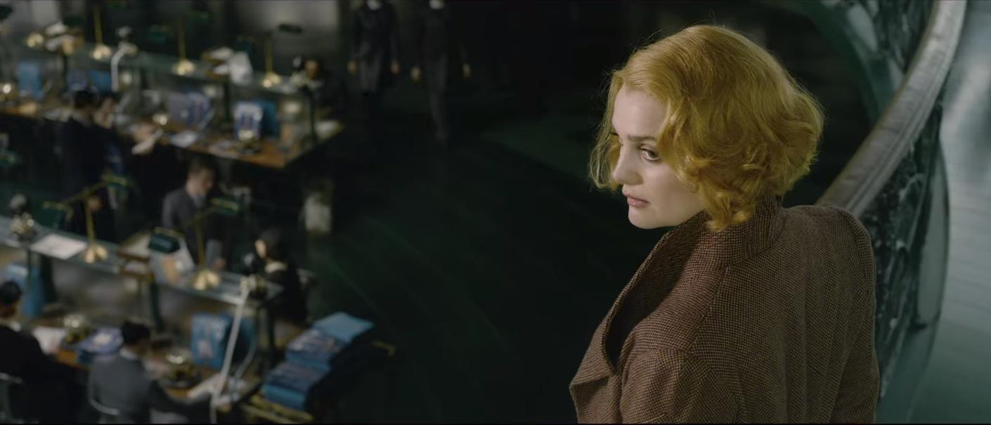 """Hiệu trưởng Dumbledore Jude Law cực bảnh thả thính tung tóe ngay trailer """"Fantastic Beasts 2"""" - Ảnh 9."""