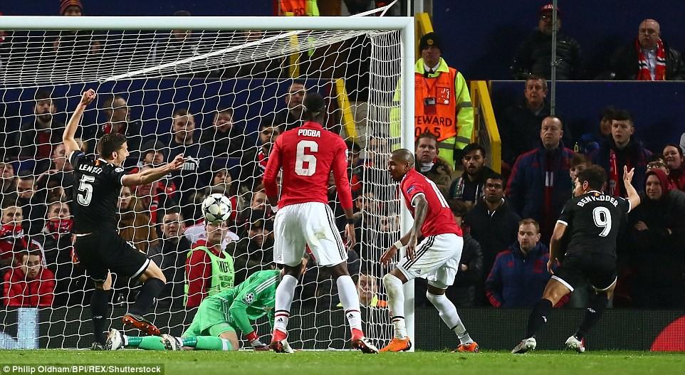 Man Utd nhạt nhòa, bị đá văng khỏi Champions League - Ảnh 7.