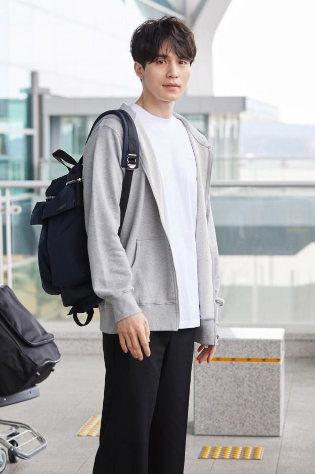 Lee Dong Wook lần đầu xuất hiện sau tin hẹn hò Suzy: Diện đồ lôi thôi mà sao vẫn đẹp bấn loạn thế này?