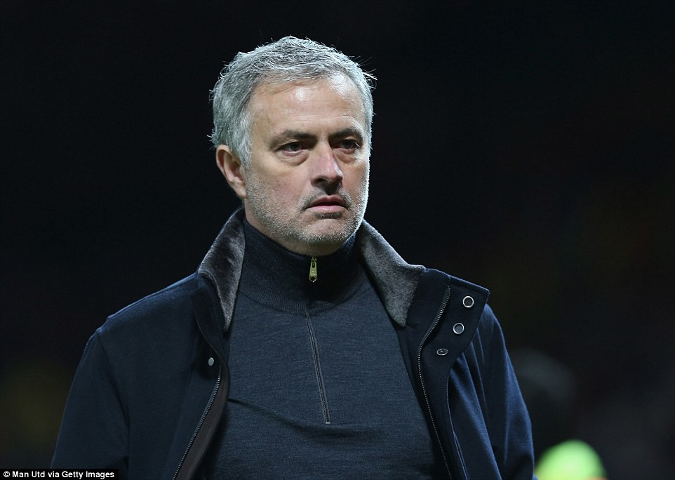 4 sai lầm lớn của Mourinho khiến MU thất bại ê chề - Ảnh 1.