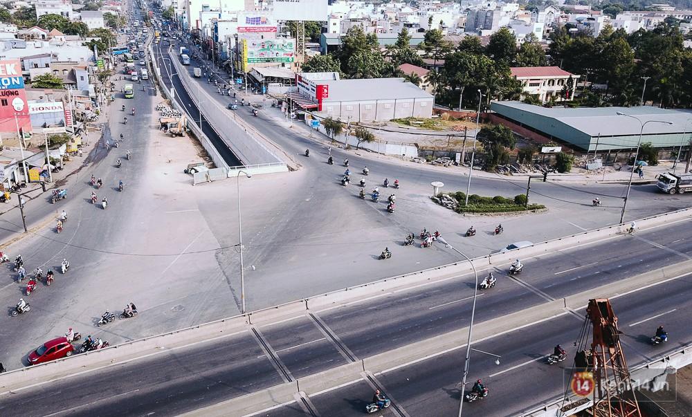 Sau khi hầm chui được thông xe, đây là nút giao thông 3 tầng hiện đại thứ 2 ở Sài Gòn.