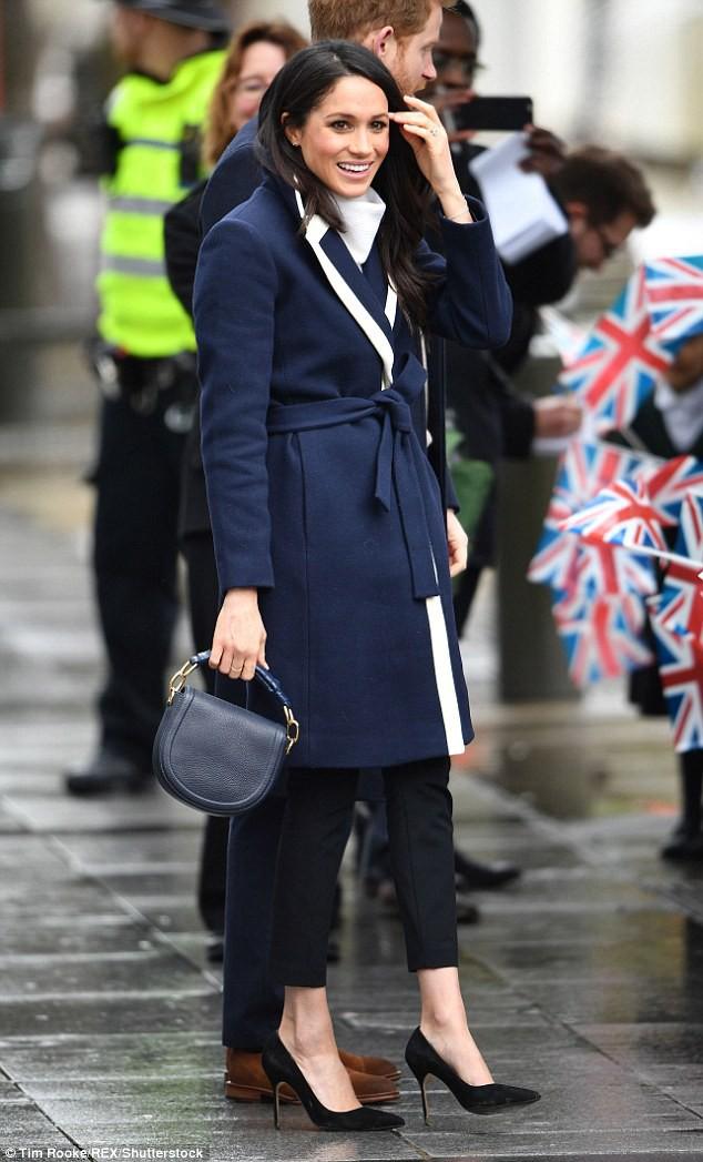 Mặc đẹp là thế nhưng hôn thê của Hoàng tử Harry lại quên một chi tiết rất nhỏ khiến tổng thể bộ đồ kém hoàn hảo - Ảnh 2.