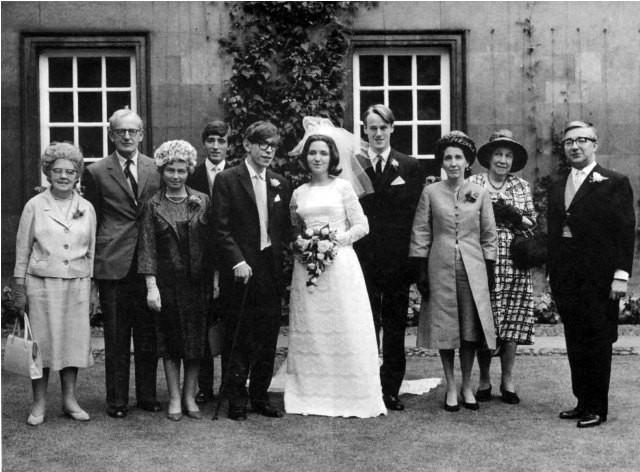 Câu chuyện tình hợp - tan, tan - hợp đầy cảm động giữa nhà vật lý học thiên tài Stephen Hawking và người vợ Jane Wilde - Ảnh 2.