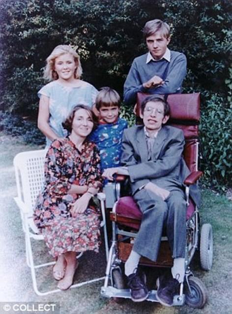 Câu chuyện tình hợp - tan, tan - hợp đầy cảm động giữa nhà vật lý học thiên tài Stephen Hawking và người vợ Jane Wilde - Ảnh 4.