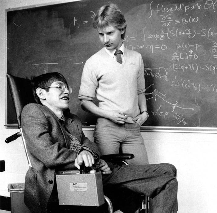Nhìn lại cuộc đời của huyền thoại Stephen Hawking: Ngôi sao sáng trên bầu trời khoa học thế giới đã vụt tắt - Ảnh 4.