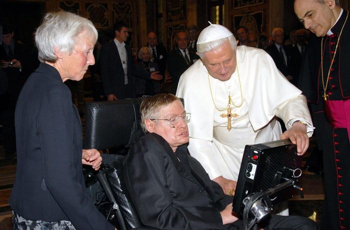 Nhìn lại cuộc đời của huyền thoại Stephen Hawking: Ngôi sao sáng trên bầu trời khoa học thế giới đã vụt tắt - Ảnh 14.
