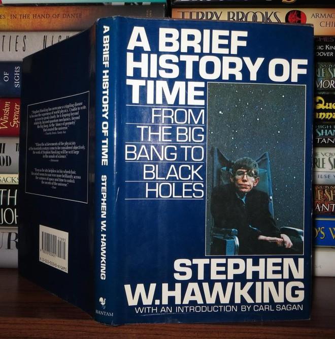 Những cuốn sách hay nhất của nhà vật lý thiên tài Stephen Hawking - Ảnh 1.