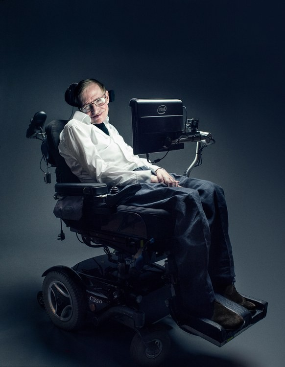 Mất khả năng nói từ năm 1985, Stephen Hawking đã làm cách nào để nói chuyện với thế giới? Hãy hỏi Intel - Ảnh 1.