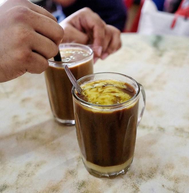 Vòng quanh thế giới đi tìm những món cafe độc đáo nhất: Cafe pha với than hồng, pho mát - Ảnh 11.