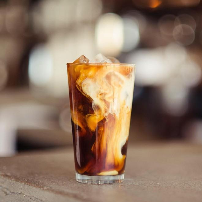 Vòng quanh thế giới đi tìm những món cafe độc đáo nhất: Cafe pha với than hồng, pho mát - Ảnh 17.