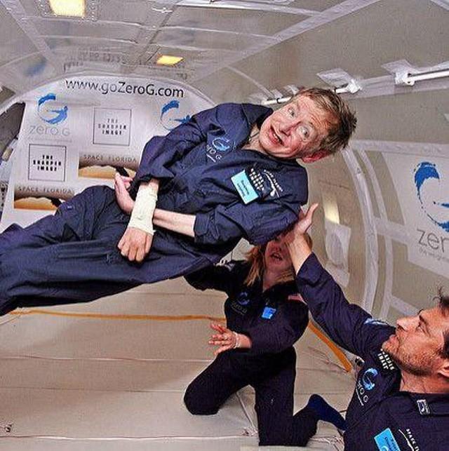 21 sự thật thú vị về cuộc đời của Stephen Hawking - Là học sinh trung bình, gia đình trí thức nhưng khá... lập dị - Ảnh 18.