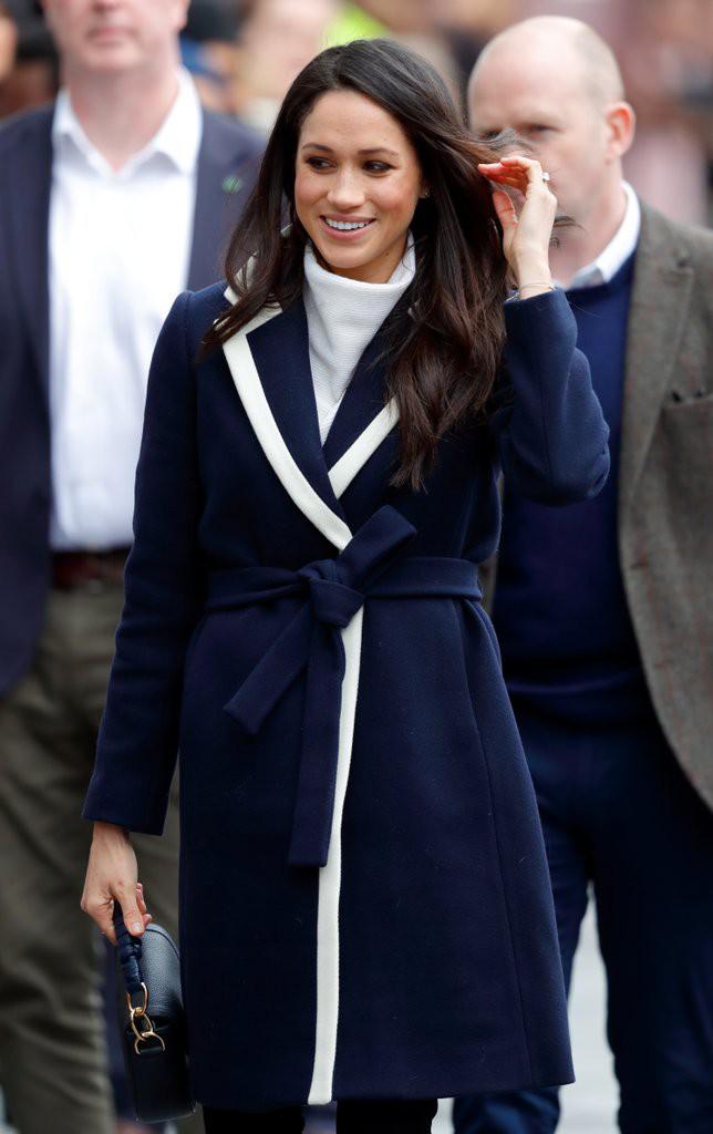 Mặc đẹp là thế nhưng hôn thê của Hoàng tử Harry lại quên một chi tiết rất nhỏ khiến tổng thể bộ đồ kém hoàn hảo - Ảnh 3.