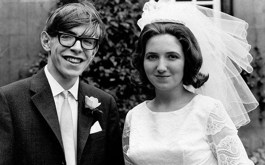 Cuộc đời vĩ đại của thiên tài Stephen Hawking: Dù phải vật lộn với căn bệnh nan y, ông đã để lại cho nhân loại cả kho tàng tri thức - Ảnh 3.