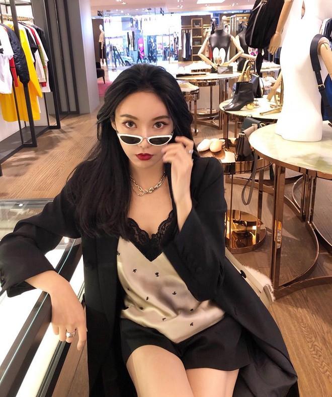 Cuộc sống xa hoa, nhan sắc trông mòn con mắt của Di Vy Tịnh - hot mom nổi danh Trung Quốc - Ảnh 4.