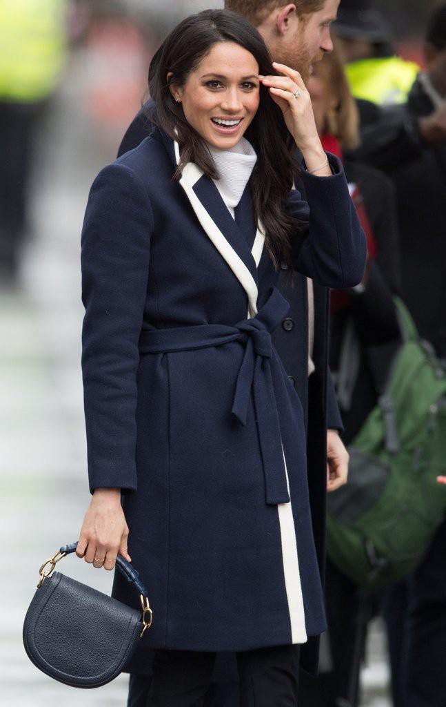 Mặc đẹp là thế nhưng hôn thê của Hoàng tử Harry lại quên một chi tiết rất nhỏ khiến tổng thể bộ đồ kém hoàn hảo - Ảnh 4.
