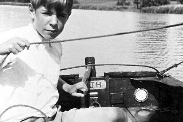 Cuộc đời vĩ đại của thiên tài Stephen Hawking: Dù phải vật lộn với căn bệnh nan y, ông đã để lại cho nhân loại cả kho tàng tri thức - Ảnh 1.