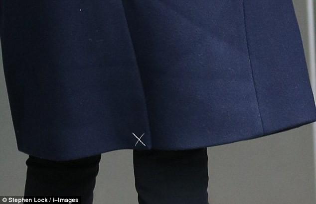 Mặc đẹp là thế nhưng hôn thê của Hoàng tử Harry lại quên một chi tiết rất nhỏ khiến tổng thể bộ đồ kém hoàn hảo - Ảnh 6.