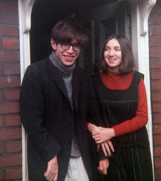 Những bức ảnh ít người biết tới về thời trẻ của giáo sư thiên tài Stephen Hawking - Ảnh 6.