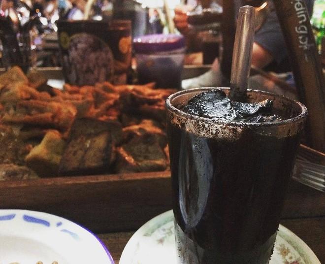 Vòng quanh thế giới đi tìm những món cafe độc đáo nhất: Cafe pha với than hồng, pho mát - Ảnh 7.