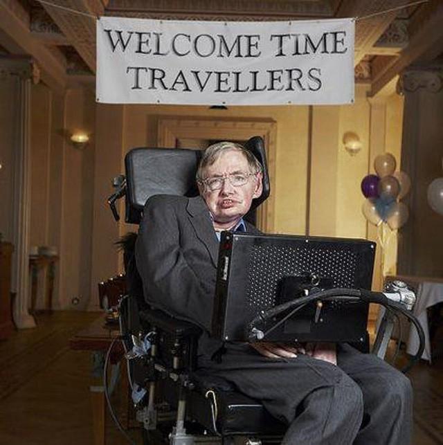 21 sự thật thú vị về cuộc đời của Stephen Hawking - Là học sinh trung bình, gia đình trí thức nhưng khá... lập dị - Ảnh 10.