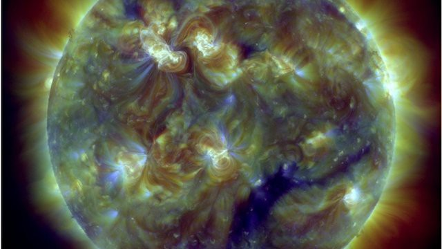 Hôm nay 14/3, bão Mặt Trời sẽ đến Trái Đất, và đây là cảnh báo của NOAA - Ảnh 2.