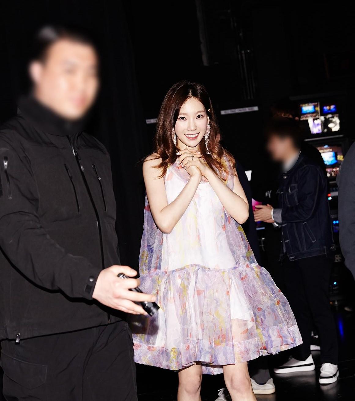 Mặc đẹp suốt ngày, sao Taeyeon lại chọn đúng váy như quả cầu lông để mặc trong sinh nhật thế này - Ảnh 4.