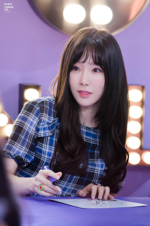 Mặc đẹp suốt ngày, sao Taeyeon lại chọn đúng váy như quả cầu lông để mặc trong sinh nhật thế này - Ảnh 1.