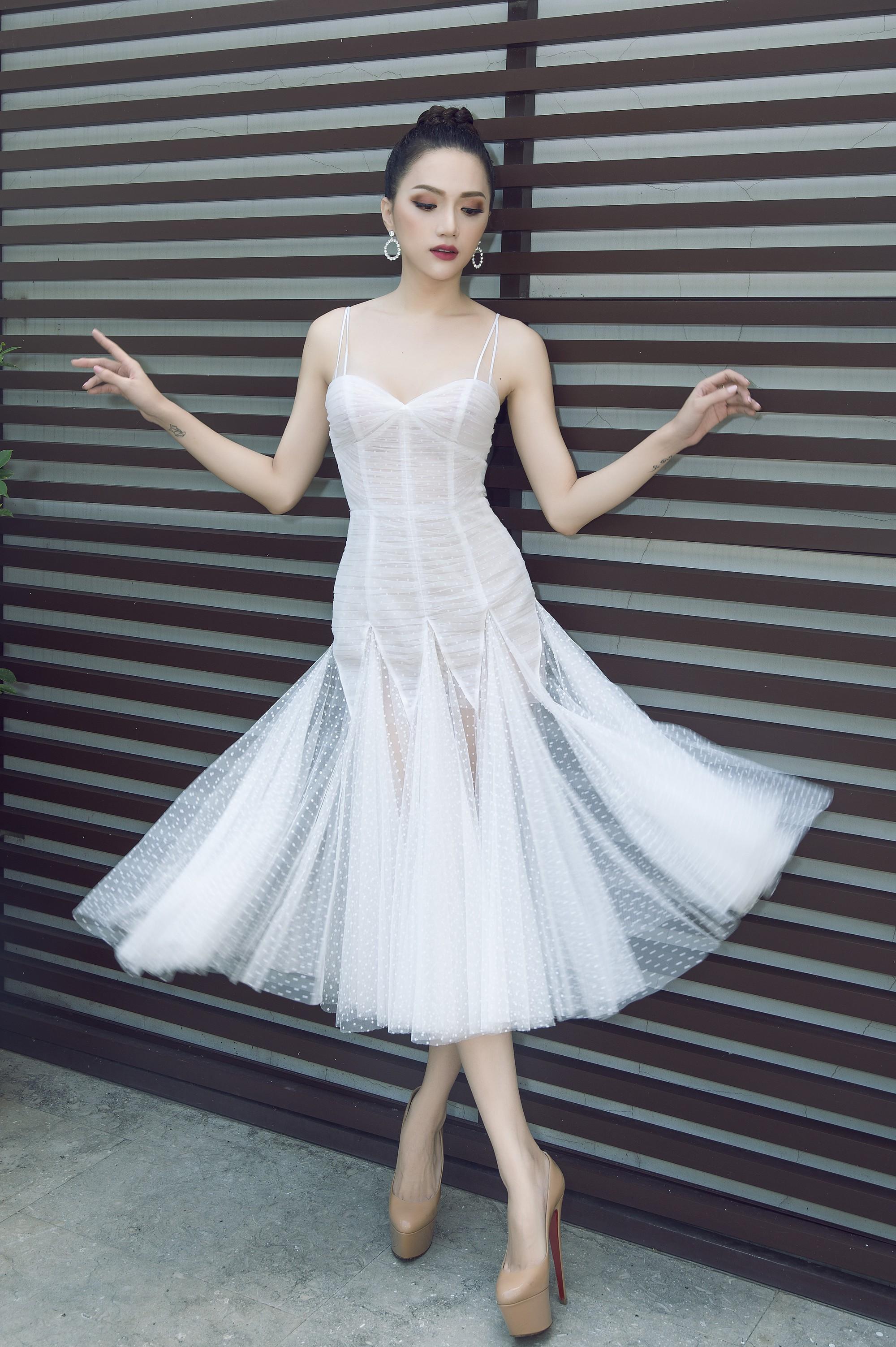 Trước khi về Việt Nam, Hương Giang lại gây thương nhớ với nhan sắc lộng lẫy tựa nữ thần - Ảnh 3.