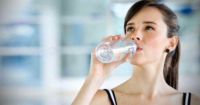 Những tips thú vị giúp bạn uống đủ nước một cách dễ dàng hơn - Ảnh 3.