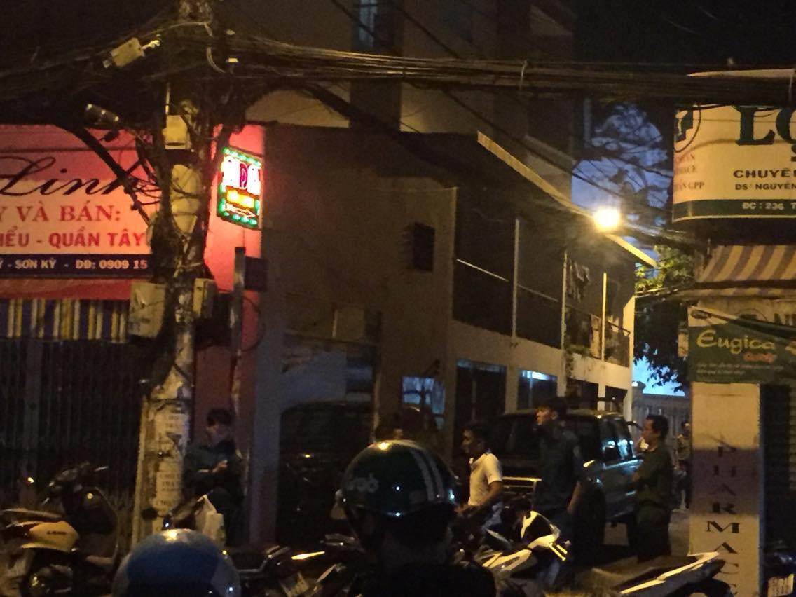 Nam thanh niên bị bắn gục ngay trước cửa nhà ở Sài Gòn - Ảnh 2.