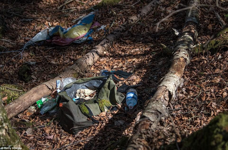 Những bức hình ám ảnh trong khu rừng tự sát: Tỷ lệ tự tử đã giảm ở Nhật nhưng ký ức đau thương vẫn đầy nơi này - Ảnh 14.