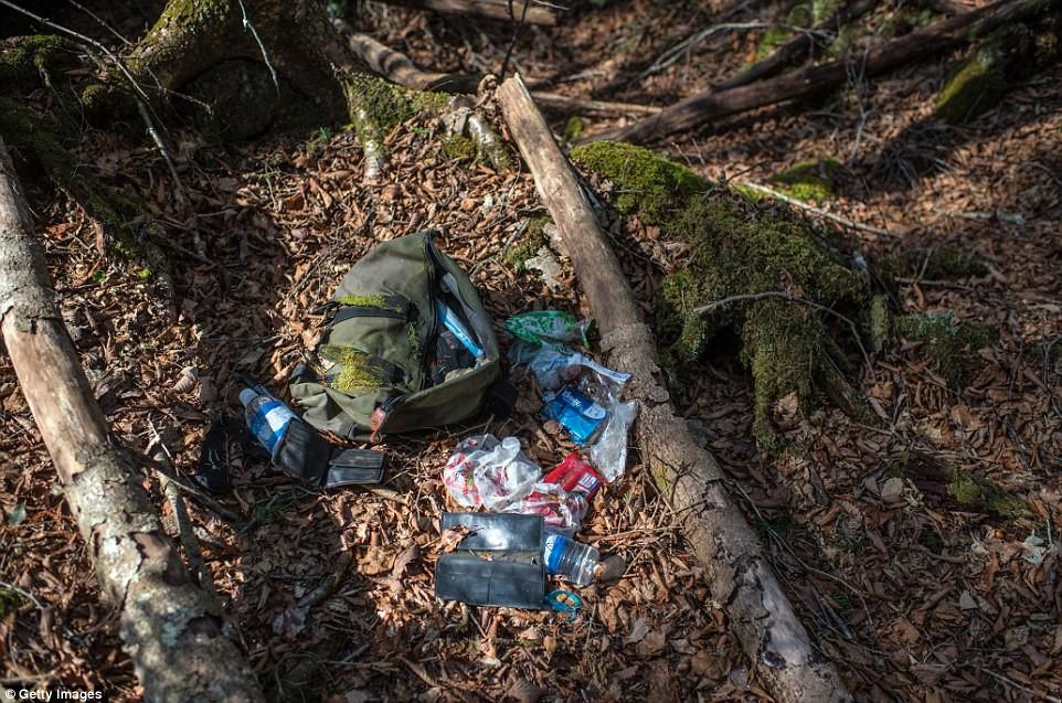 Những bức hình ám ảnh trong khu rừng tự sát: Tỷ lệ tự tử đã giảm ở Nhật nhưng ký ức đau thương vẫn đầy nơi này - Ảnh 16.
