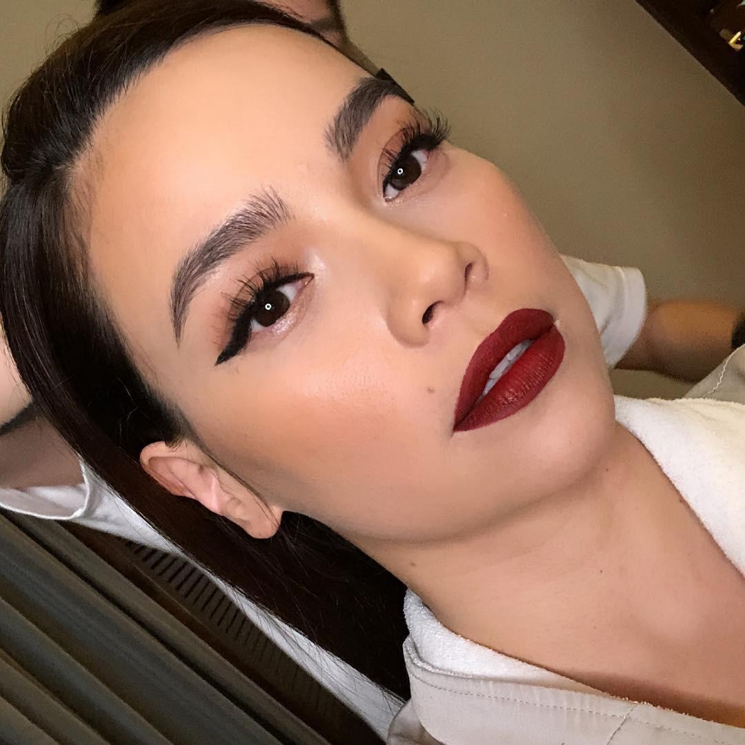 Từ lông mày càng đậm càng tốt, ngày càng nhiều người đẹp Việt chuộng kẻ mày tối giản tự nhiên khoe rõ từng sợi mày - Ảnh 2.