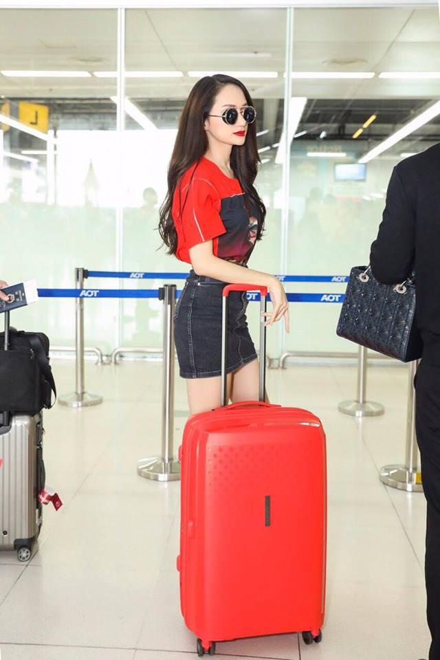 Clip: Fan bắt gặp và xin chụp ảnh với Hương Giang tại sân bay Thái trước khi lên đường về nước - Ảnh 6.