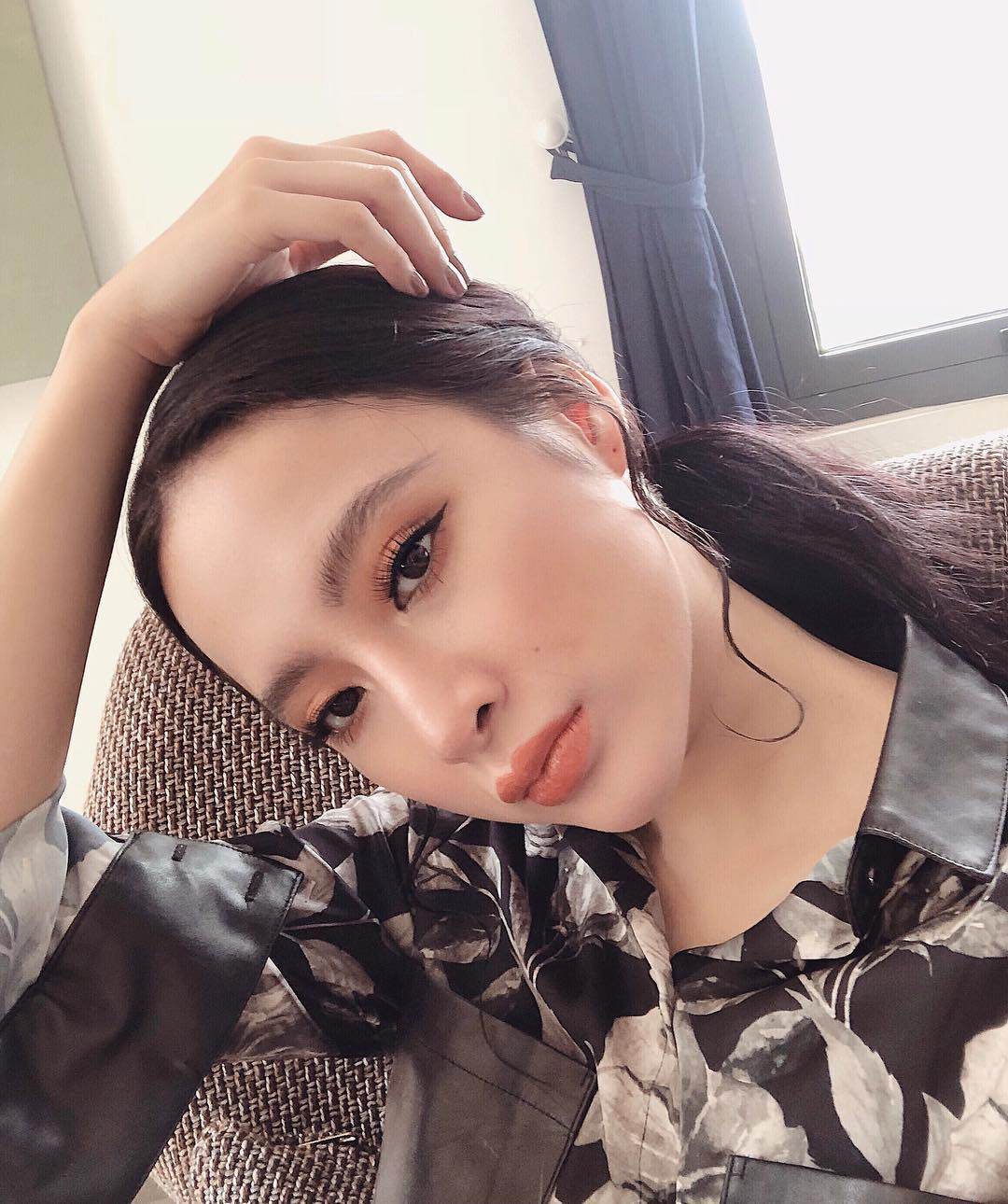 Từ lông mày càng đậm càng tốt, ngày càng nhiều người đẹp Việt chuộng kẻ mày tối giản tự nhiên khoe rõ từng sợi mày - Ảnh 4.