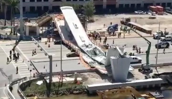 Hình ảnh hiện trường vụ sập cầu vượt vừa xây xong tại Miami (Mỹ) - Ảnh 4.
