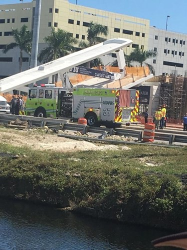 Hình ảnh hiện trường vụ sập cầu vượt vừa xây xong tại Miami (Mỹ) - Ảnh 9.