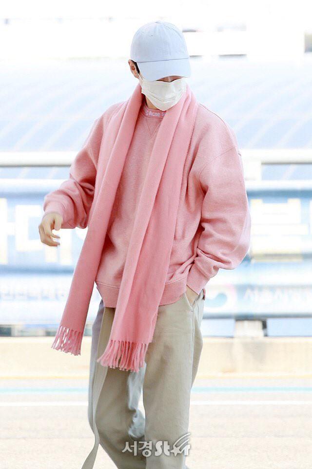 Thời trang sân bay của dàn mỹ nam Hàn nửa đầu tháng 3 toàn đồ đơn giản nhưng hút mắt vô cùng - Ảnh 6.