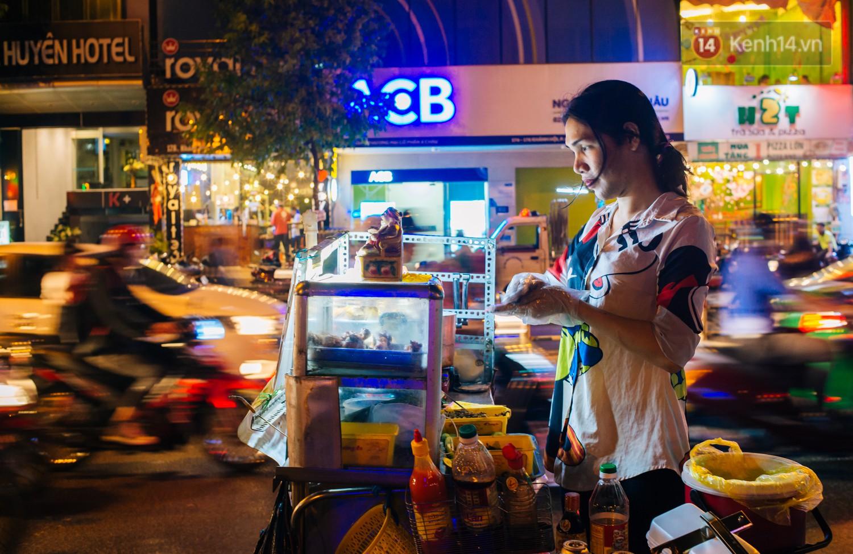 Chị Hai, chị Ba bán xôi Sài Gòn: Hai anh em trốn chạy để được làm con gái và trở về bên vòng tay bao dung của gia đình - Ảnh 12.
