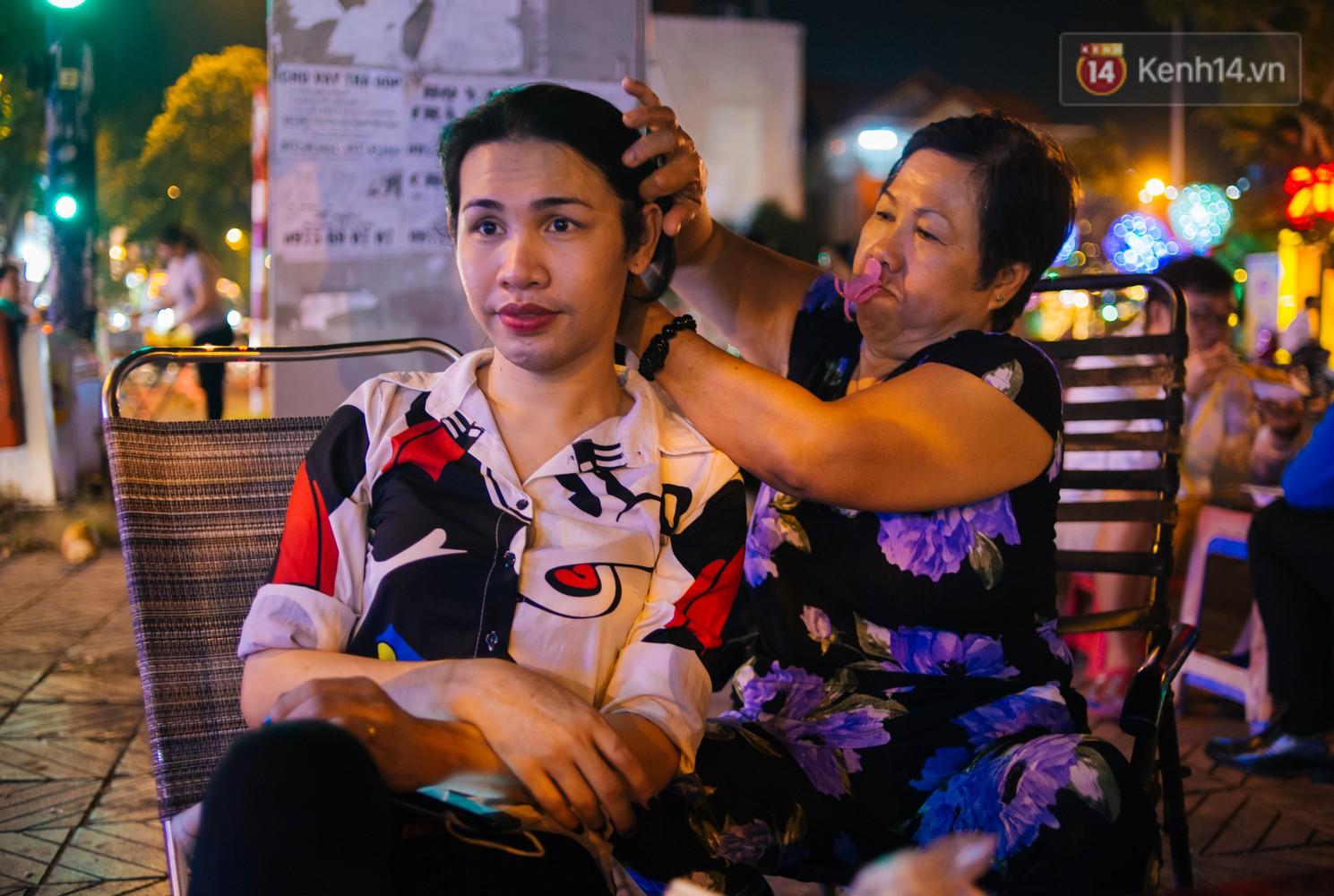 Chị Hai, chị Ba bán xôi Sài Gòn: Hai anh em trốn chạy để được làm con gái và trở về bên vòng tay bao dung của gia đình - Ảnh 15.