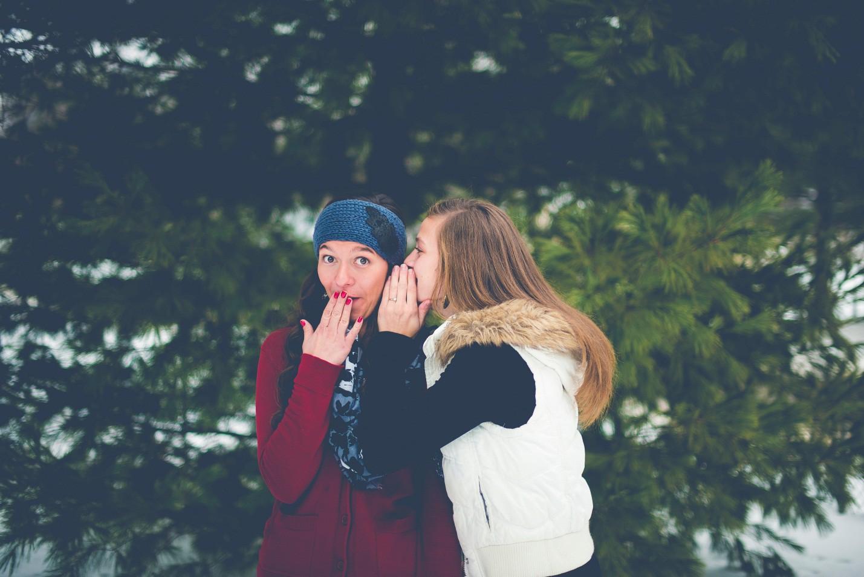 Sẽ như thế nào nếu bố mẹ và đứa bạn thân của bạn về cùng một phe? - Ảnh 2.