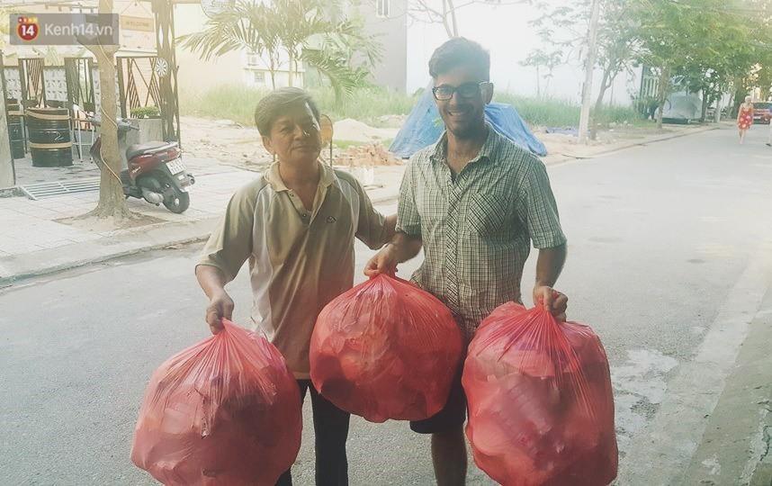 """Quá yêu Đà Nẵng, chàng trai Tây lặng lẽ nhặt rác mỗi ngày: """"Tôi không muốn thành phố này mất đẹp trong lòng du khách - Ảnh 3."""