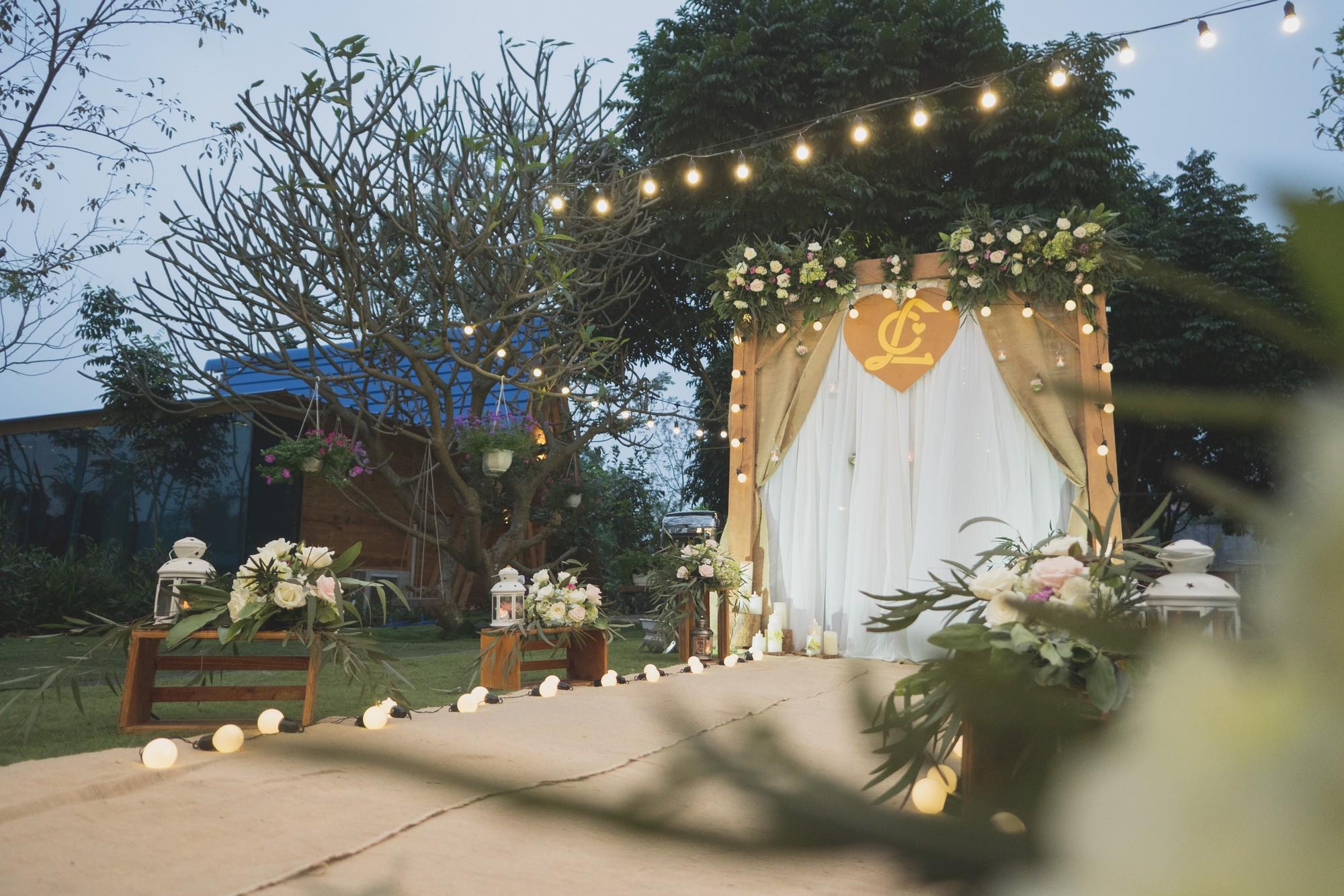 Đám cưới phong cách lẩu thập cẩm: Cô dâu hóa Võ Tắc Thiên, chú rể cosplay thần Hy Lạp - Ảnh 2.