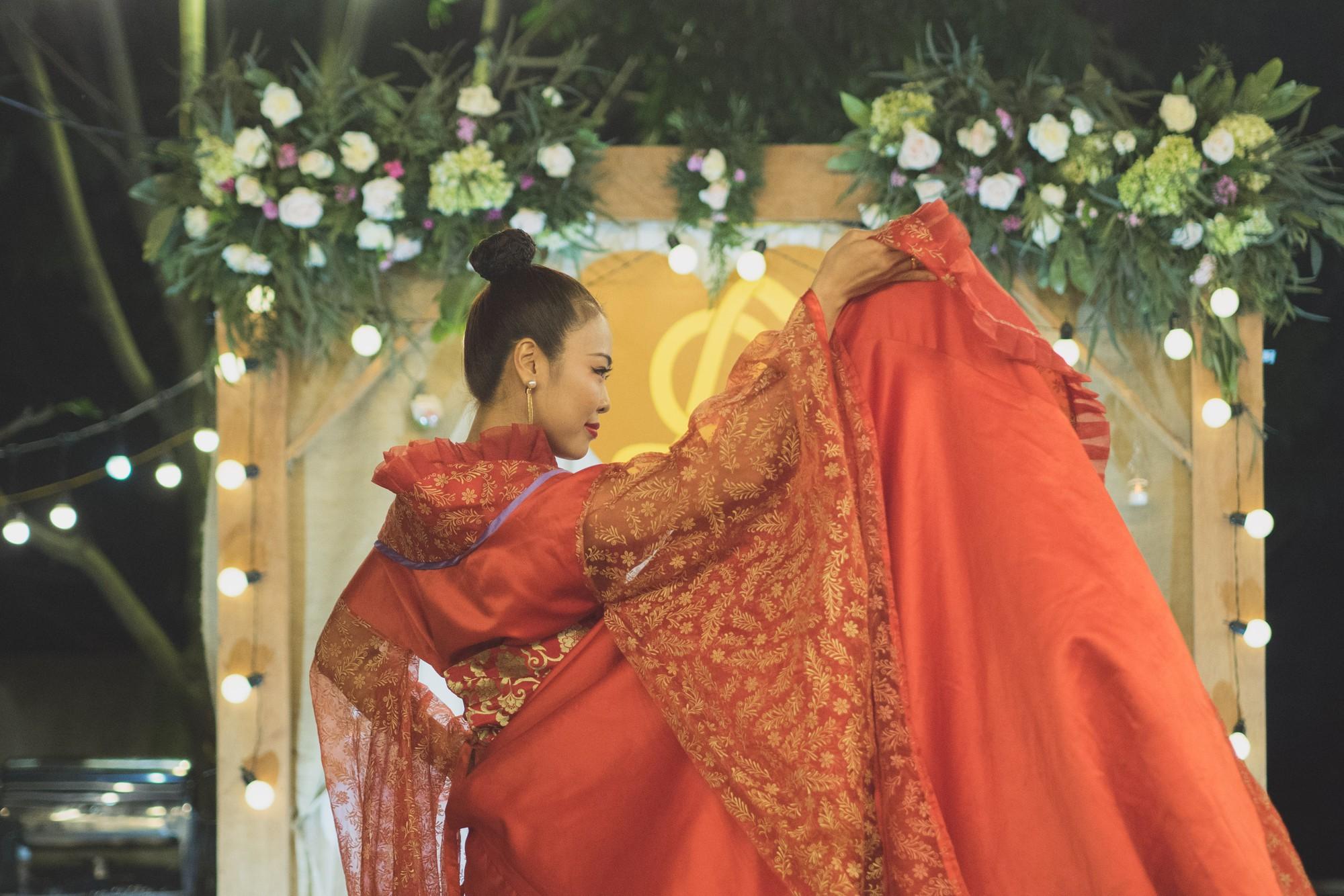 Đám cưới phong cách lẩu thập cẩm: Cô dâu hóa Võ Tắc Thiên, chú rể cosplay thần Hy Lạp - Ảnh 13.