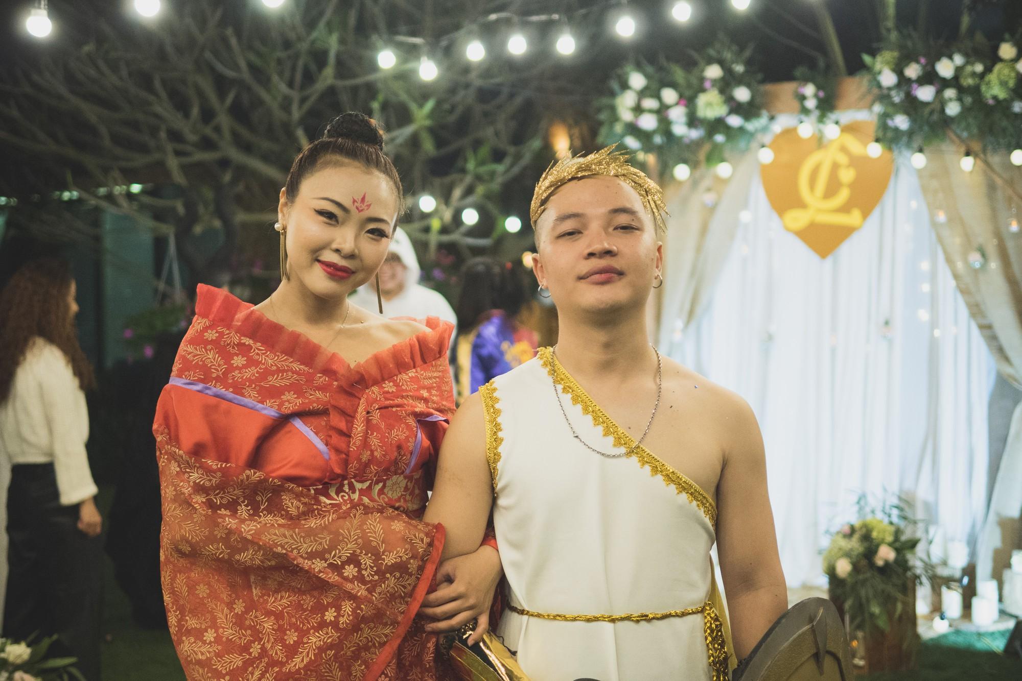 Đám cưới phong cách lẩu thập cẩm: Cô dâu hóa Võ Tắc Thiên, chú rể cosplay thần Hy Lạp - Ảnh 7.