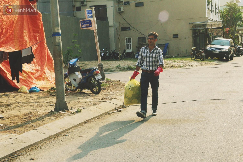 """Quá yêu Đà Nẵng, chàng trai Tây lặng lẽ nhặt rác mỗi ngày: """"Tôi không muốn thành phố này mất đẹp trong lòng du khách - Ảnh 6."""