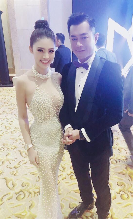 Jolie Nguyễn khoe nhan sắc rạng rỡ trên thảm đỏ Asian Film Awards, hào hứng chụp ảnh cùng Cổ Thiên Lạc, Hyomin (T-Ara) - Ảnh 2.