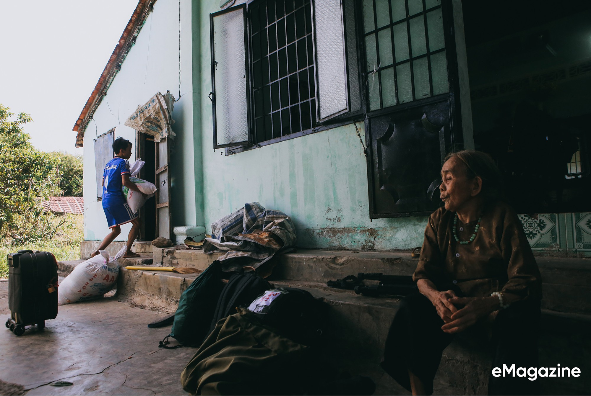 Tìm về những mảnh đời của người già bán vé số Sài Gòn: Nơi quê hương không ngọt - Ảnh 7.
