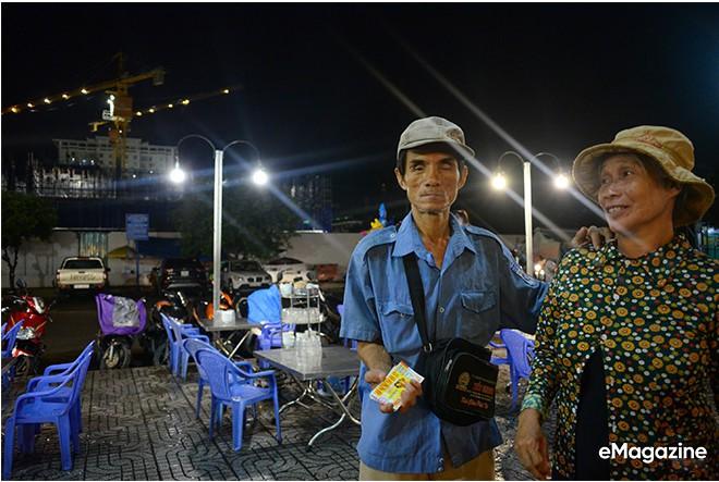 Tìm về những mảnh đời của người già bán vé số Sài Gòn: Nơi quê hương không ngọt - Ảnh 9.