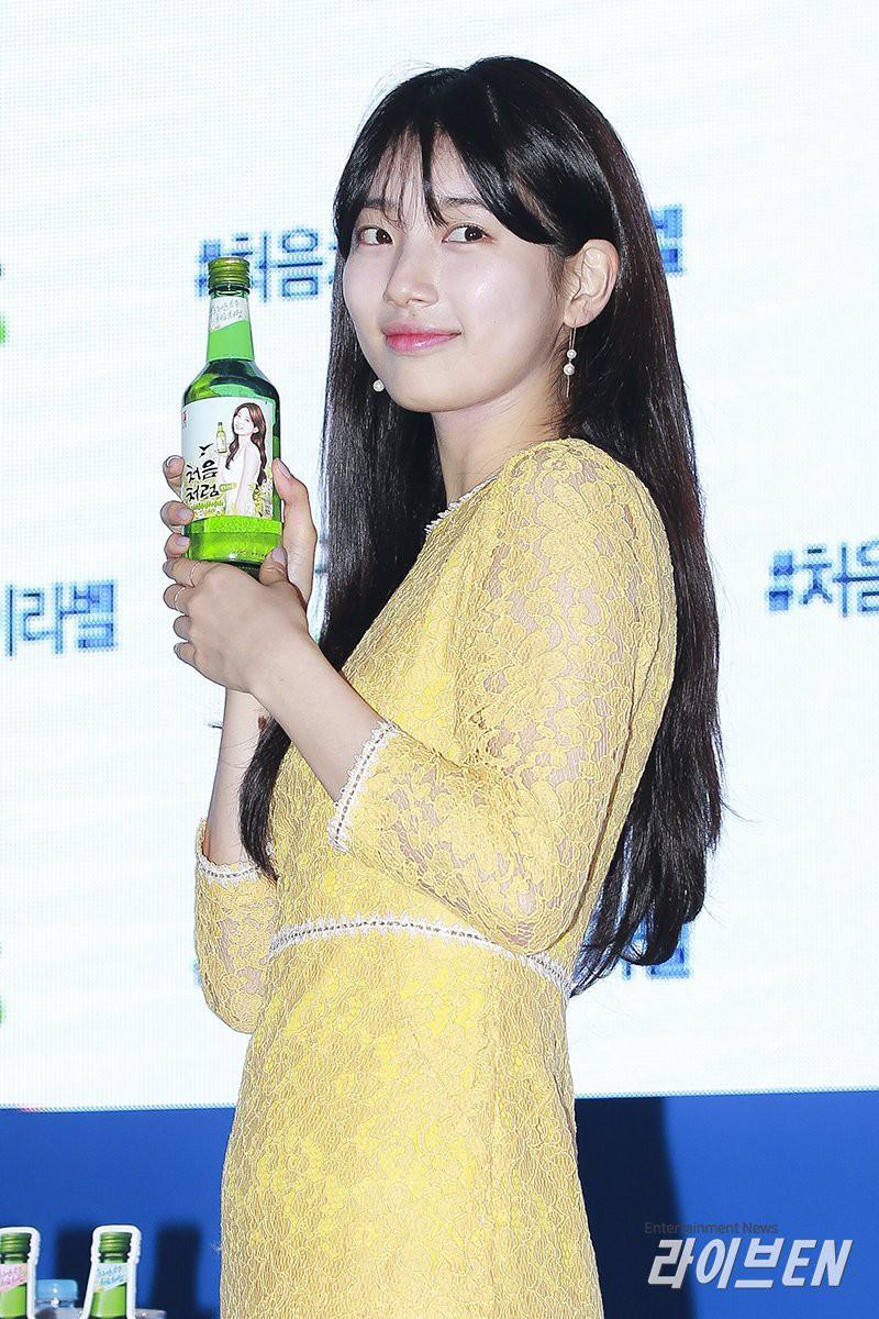 Suzy lần đầu lộ diện hậu hẹn hò Lee Dong Wook: Mặt béo nhưng vẫn khiến cả trung tâm thương mại náo loạn vì quân đoàn fan - Ảnh 12.
